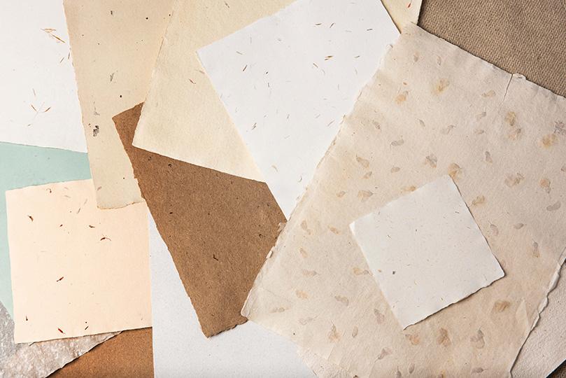 Listi papirja okrašeni z dekorjem